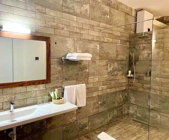 En-suite bathroom at Gondar Hills Resort