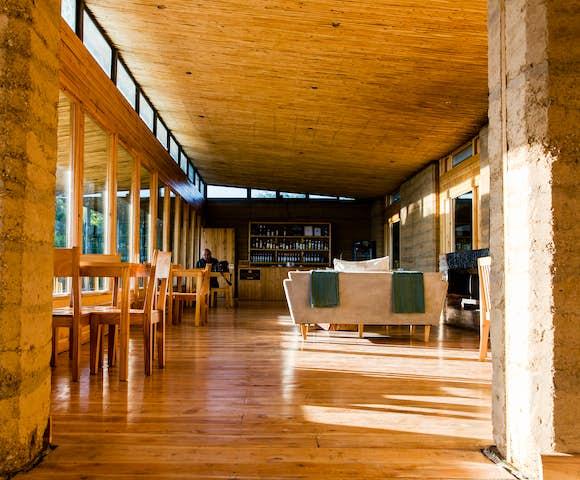 Bar and lounge at Limalimo Lodge
