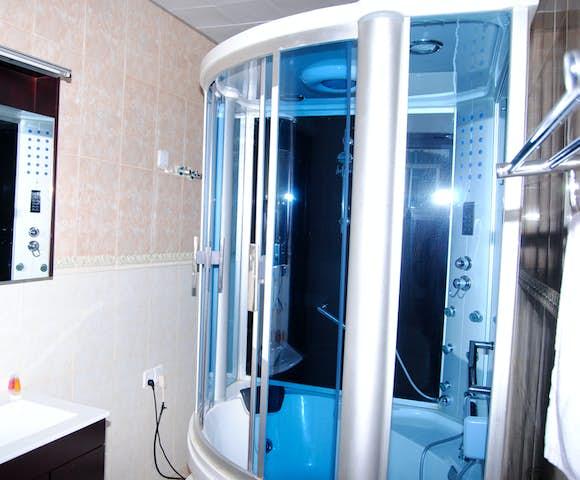 En-suite bathroom at Yared Zema Hotel